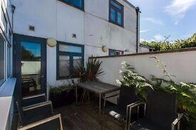 2 Double bedroom, 1 single bedroom split level modern apartment within fantastic gated community!