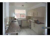 4 bedroom house in Ruskin Avenue, Manchester, M14 (4 bed)