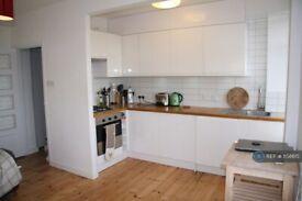 1 bedroom flat in Brixton, London, SW2 (1 bed) (#1158615)