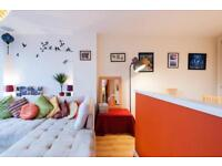 Six seater white corner sofa E1