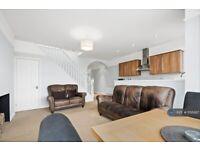 3 bedroom flat in St. Margarets Road, Twickenham, TW1 (3 bed) (#1156997)
