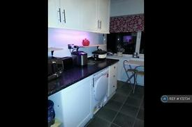 1 bedroom in Lancaster Drive, Hornchurch, RM12