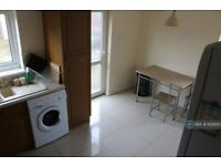 4 bedroom house in Clifford Avenue, Nottingham, NG9 (4 bed) (#1133650)