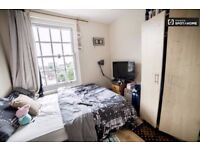 Big single room with double bed, White City, zone-2, Central Line. 2 Weeks Deposit. All bills incl.