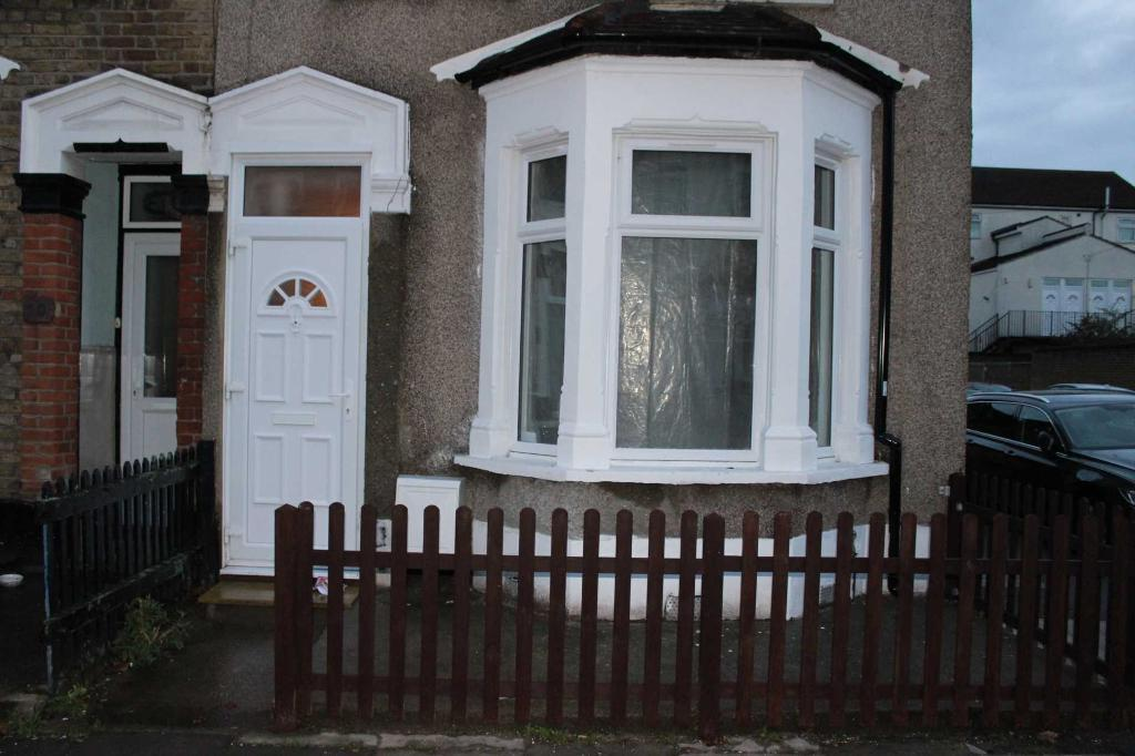 4 bedroom house in Ilford, IG1 1TS
