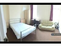 5 bedroom house in Rusholme Place, Manchester, M14 (5 bed)
