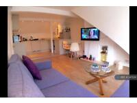 1 bedroom flat in Cromford Road, London, SW18 (1 bed)
