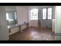 3 bedroom flat in Derbyshire Street, London, E2 (3 bed)