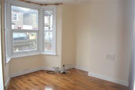 Spacious 3 double bedroom house in Lewisham (zone 2) - 15 mins into London Bridge & Canary Wharf