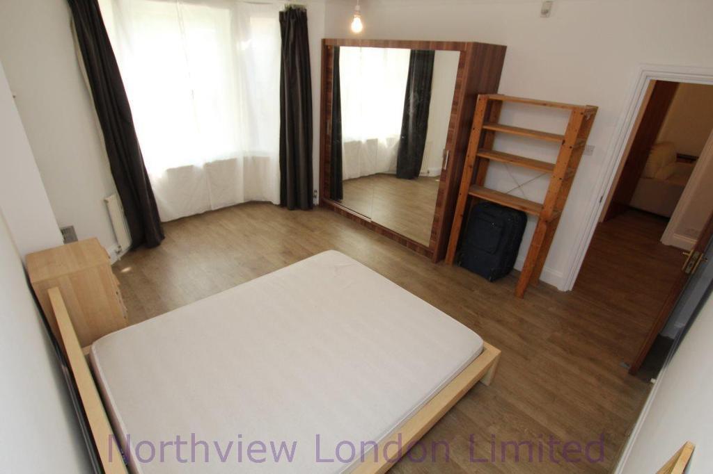 3 bedroom flat in Alexandra Grove, Finsbury Park, N4