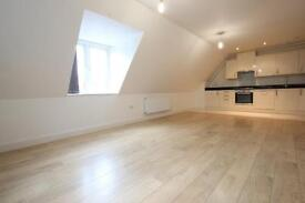 3 bedroom flat in Longmore Avenue, East Barnet