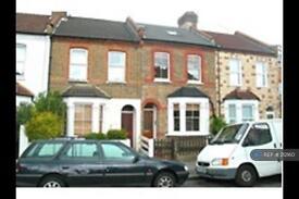 2 bedroom flat in Garfield Road, London, SW19 (2 bed)