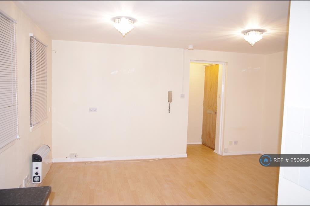 Studio flat in Springholm Drive, Airdrie, ML6