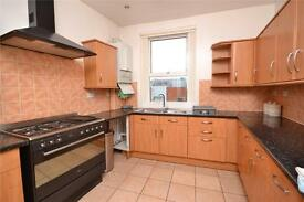 2 bedroom flat in Colney Hatch Lane, London, N10