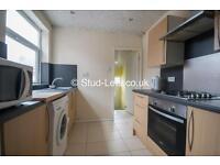 3 bedroom flat in Rothbury Terrace, Heaton, Newcastle Upon Tyne, NE6