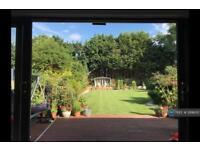 1 bedroom in Sunnymede Drive, Gantshill, IG6
