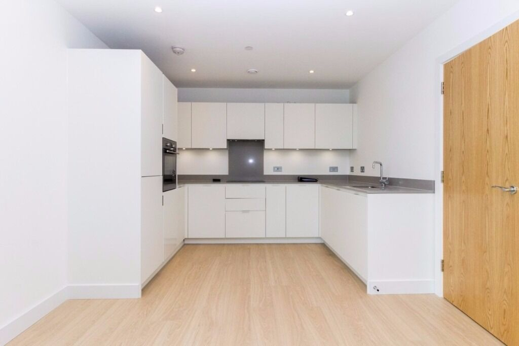 2 bedrooms, 2 bathrooms, designer furnished, 734 SQ FT, 24 hour concierge, private balcony near DLR
