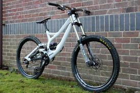 Specialized Demo 8 Downhill Mountain Bike - Hope - Rockshox - Zee - DMR - Superstar -Ethirteenen