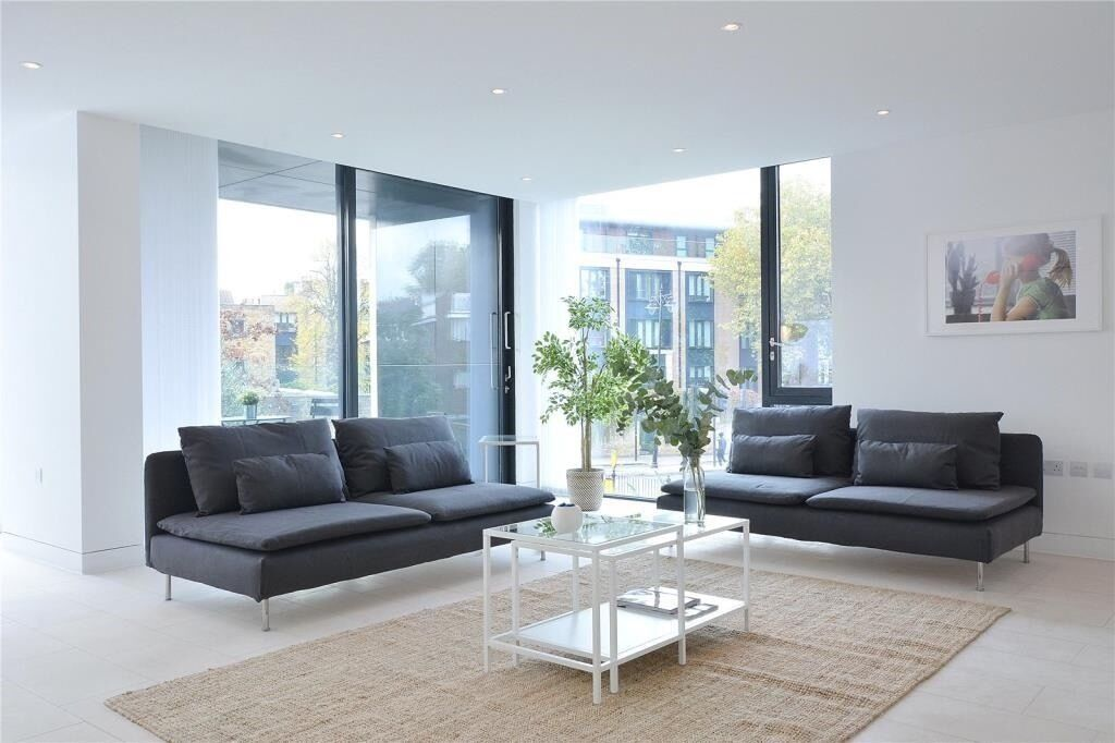1,165 SqFt ULTRA MODERN 3 DOUBLE BEDROOM, 2 BATHROOMS, CLOSE TO PARK, DESIGNER INTERIORS, TERRACE