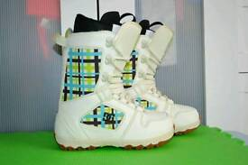 Ladies DC Snowboard boots UK 4 excellent condition UK size 4