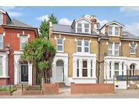 Studio flat in Lordship Lane, London, N22