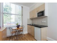 -Spacious bright studio near Bayswater/Queensway for £310pw *ALL BILLS ARE INCLUDED*