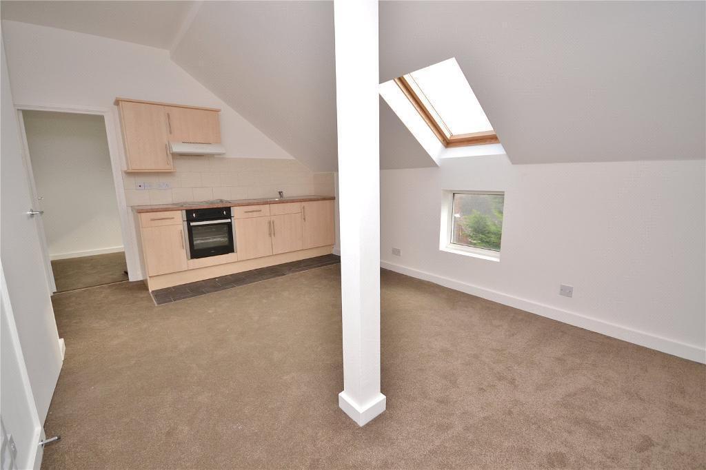 1 bedroom flat in High Street, High Barnet, EN5