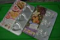 WILTON Bunnies & Valentine Cookie Pans
