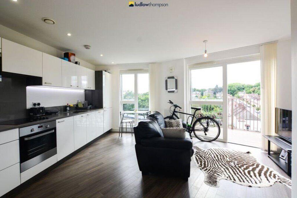 *** Very Modern 1 Double Bedroom Flat In Catford Green Barratt's Home Development - HIGH SPEC! ***