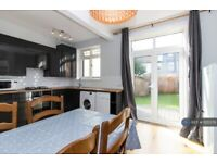 4 bedroom house in Boscombe Road, London, SW17 (4 bed) (#1125579)