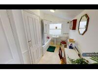 3 bedroom flat in Queens Road, London, SE15 (3 bed) (#1054746)