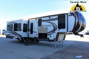 2013 Palomino COLUMBUS 320RS BEAUTIFUL FLOORPLAN MOVEABLE ISLAND