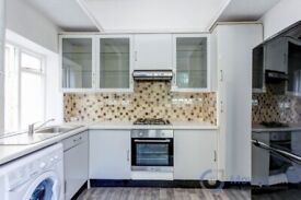 Beautiful 2 bedroom flat located in West Dulwich. Brand new carpets and flooring.