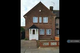 3 bedroom house in Leyswood Drive, Ilford, IG2 (3 bed)
