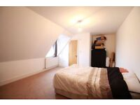 A LARGE ONE BEDROOM APARTMENT SITUATED ON THE TOP FLOOR 1 minute away from North Finchley High Road!