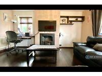 2 bedroom flat in Althorne Gardens, London, E18 (2 bed) (#1145042)