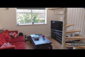 Studio flat in High Street, Shepperton, TW17 (#1153092)
