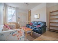 3 bedroom flat in Simonside Terrace, Newcastle Upon Tyne, NE6
