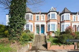 2 bedroom flat in Hillfield Road, London, NW6 (2 bed) (#1027266)