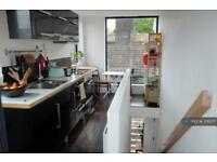 2 bedroom house in Voss Street, London, E2 (2 bed)