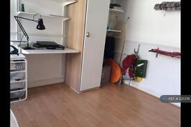 2 bedroom flat in Shepherds Bush Green, London, W12 (2 bed)