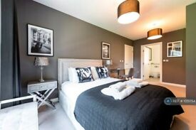 2 bedroom flat in Monarch Square, London, SW11 (2 bed) (#1051754)