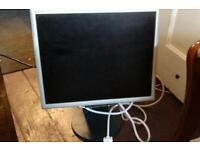 LCD COMPUTER SCREEN 17IN IN VGC CAN DELIVER