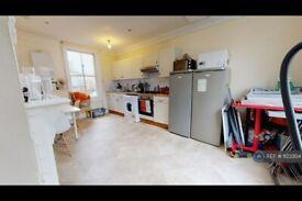 3 bedroom flat in Trafalgar Avenue, London, SE15 (3 bed) (#1123304)