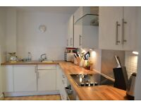 *** MODERN 1 BEDROOM FLAT WITH ALLOCATED PARKING AND OUTSIDE SPACE ***