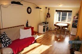 2 bedroom flat in Hackbridge\Wallington, Hackbridge\Wallington, SM6 (2 bed) (#1160217)