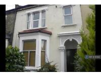 3 bedroom flat in Elmcourt Road, London, SE27 (3 bed)