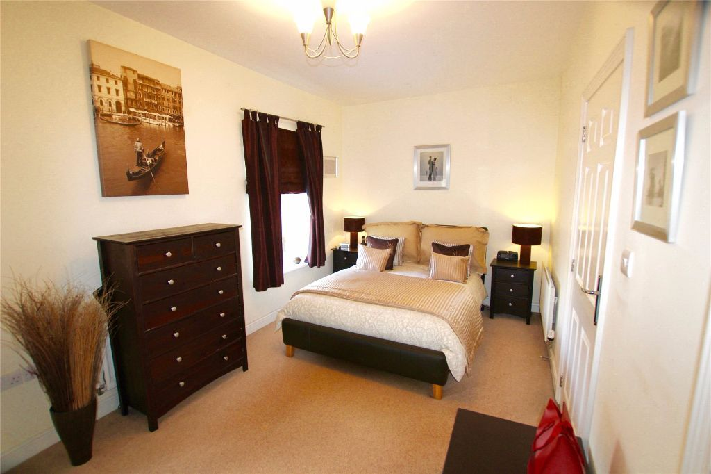 SUPERB 5 BED HOUSE 4 BATHROOMS-GARDEN IN GREENWICH IDEAL FOR SHARERS OFFERED FURNISHED CALL TODAY
