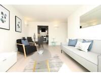 2 bedroom flat in Bridge House, St George's Wharf, Vauxhall SW8