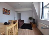 3 bedroom flat in Drake House, London, E1 (3 bed)